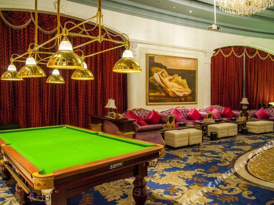 欧式古典设计风格的客房内空间宽敞