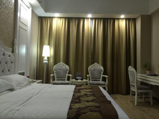 房间欧式风格装修,有网线接口有wifi