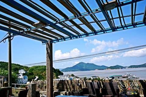 桃花岛已经被过度开发,溗泗又因为电影里的几次取景而物价暴涨(民宿