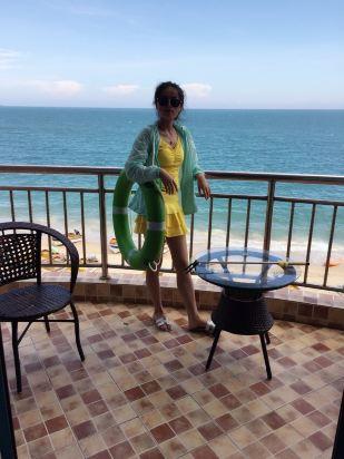 客栈离天涯海角 南海观音都特别近 如果定的是海景房的话 站在阳台上