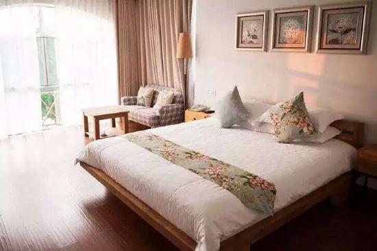 背景墙 房间 家居 酒店 设计 卧室 卧室装修 现代 装修 550_366