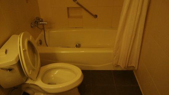 厕所 家居 马桶 设计 卫生间 卫生间装修 卫浴 装修 座便器 550_309