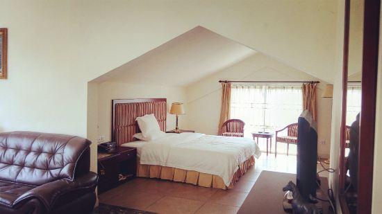 酒店位于南昆山aaaa旅游风景区,拥有优质富氧空气及大自然环境,酒店