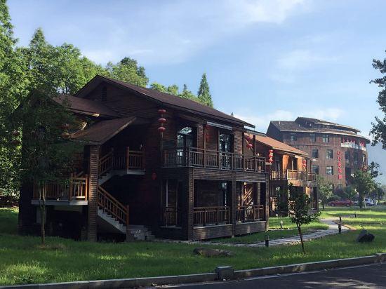 关于桐庐红灯笼小木屋