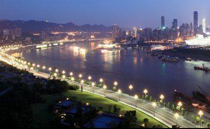 """我们酒店是观赏南滨路夜景和渝中半岛夜景的绝佳位置,有""""南滨观景台"""""""