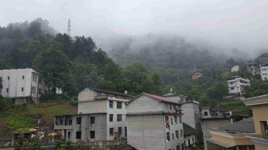 五峰老县城最好的酒店,没有之一,在这个最小县城也是道靓丽的风景了.