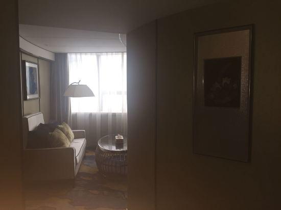 半弧形窗户卧室装修效果图