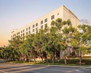香港-圣塔安那自由行 法國航空公司-奧蘭治縣機場聖塔安那希爾頓逸林酒店
