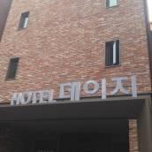 首爾新村雛菊酒店