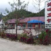 丹東青山溝湖畔魚館觀景小院