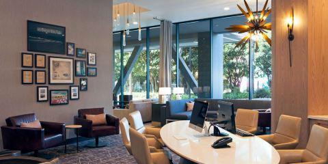 國泰航空洛杉磯H酒店,希爾頓格芮精選酒店