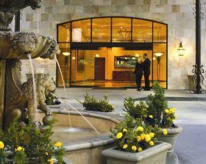 香港-圣塔安那自由行 美國聯合航空-奧蘭治縣機場聖塔安那希爾頓逸林酒店