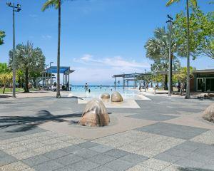 香港-開恩茲自由行 新加坡航空-凱恩斯曼特拉海濱酒店