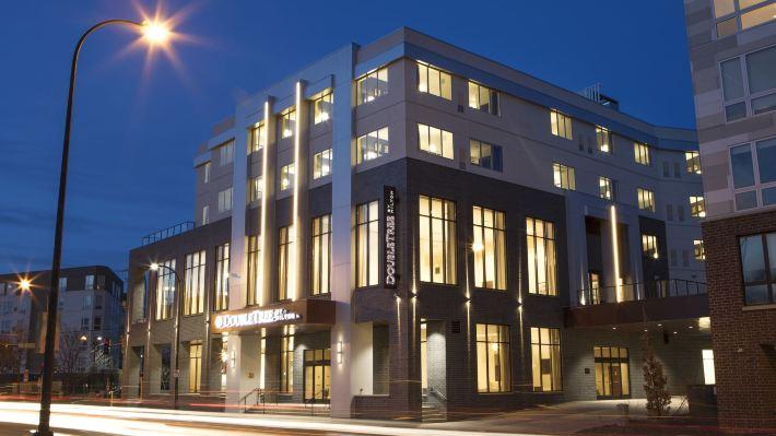 明尼阿波利斯大學區希爾頓逸林酒店