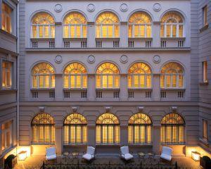 香港-狄里雅斯特自由行 德國漢莎航空薩沃伊高級宮殿酒店 - 星際酒店集團